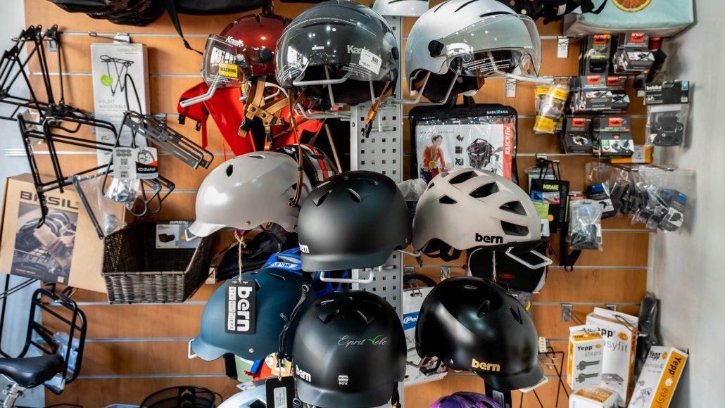 Casque accessoires Esprit vélo Février 2020