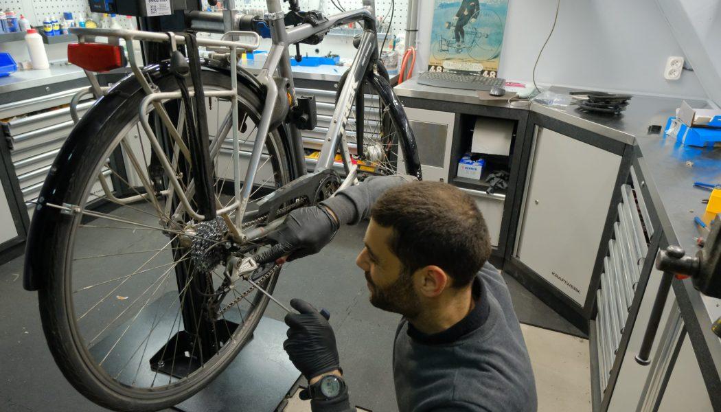 Esprit vélo Paris Atelier de Réparation Remonte Pneu Arriere