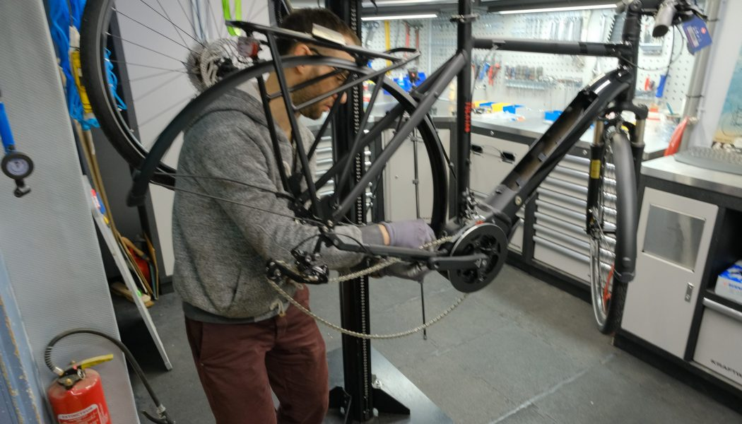 Esprit vélo Paris Atelier de Réparation Remplacement Roue et Chaine