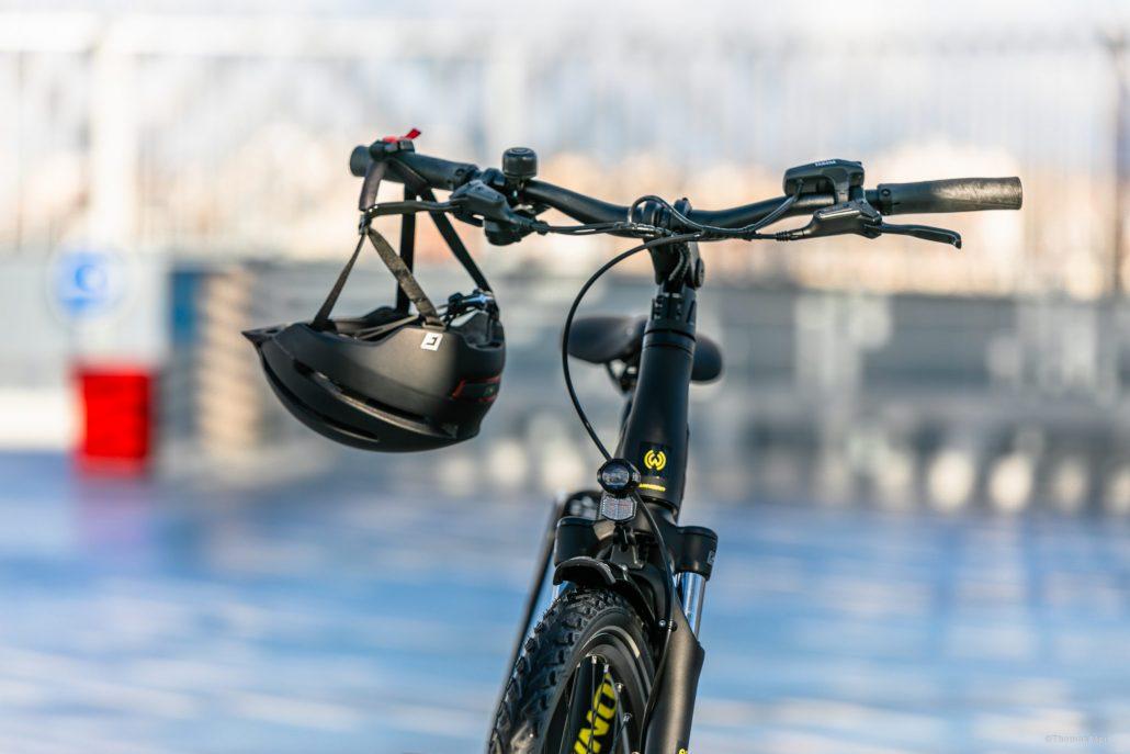 Esprit Velo Photo Vélo avec Casque Accroché