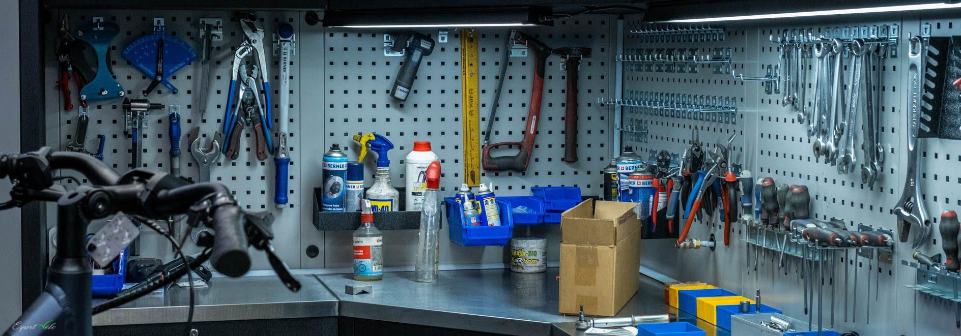 Esprit Velo Bannière Atelier de réparation outils